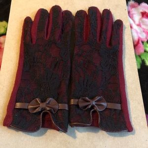 Maroon fabric gloves. Compatible with phones